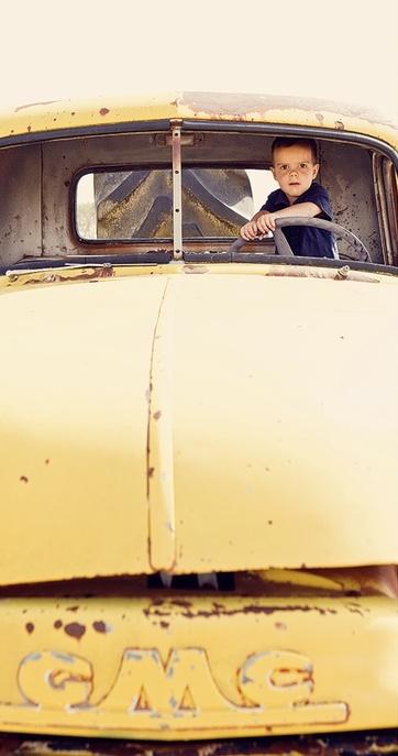 boy in yellow truck - Kopie (2)